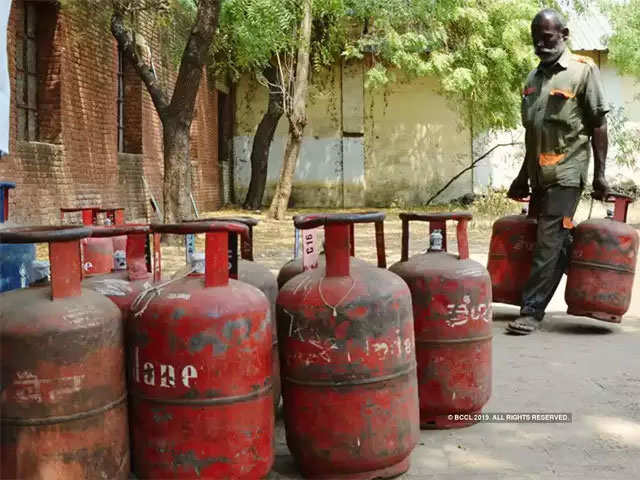 Govt allows Ujjwala beneficiaries time till Sept to avail free LPG