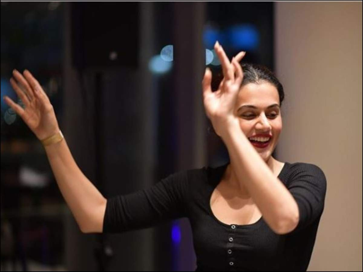 Taapsee Pannu's 'happy' throwback picture