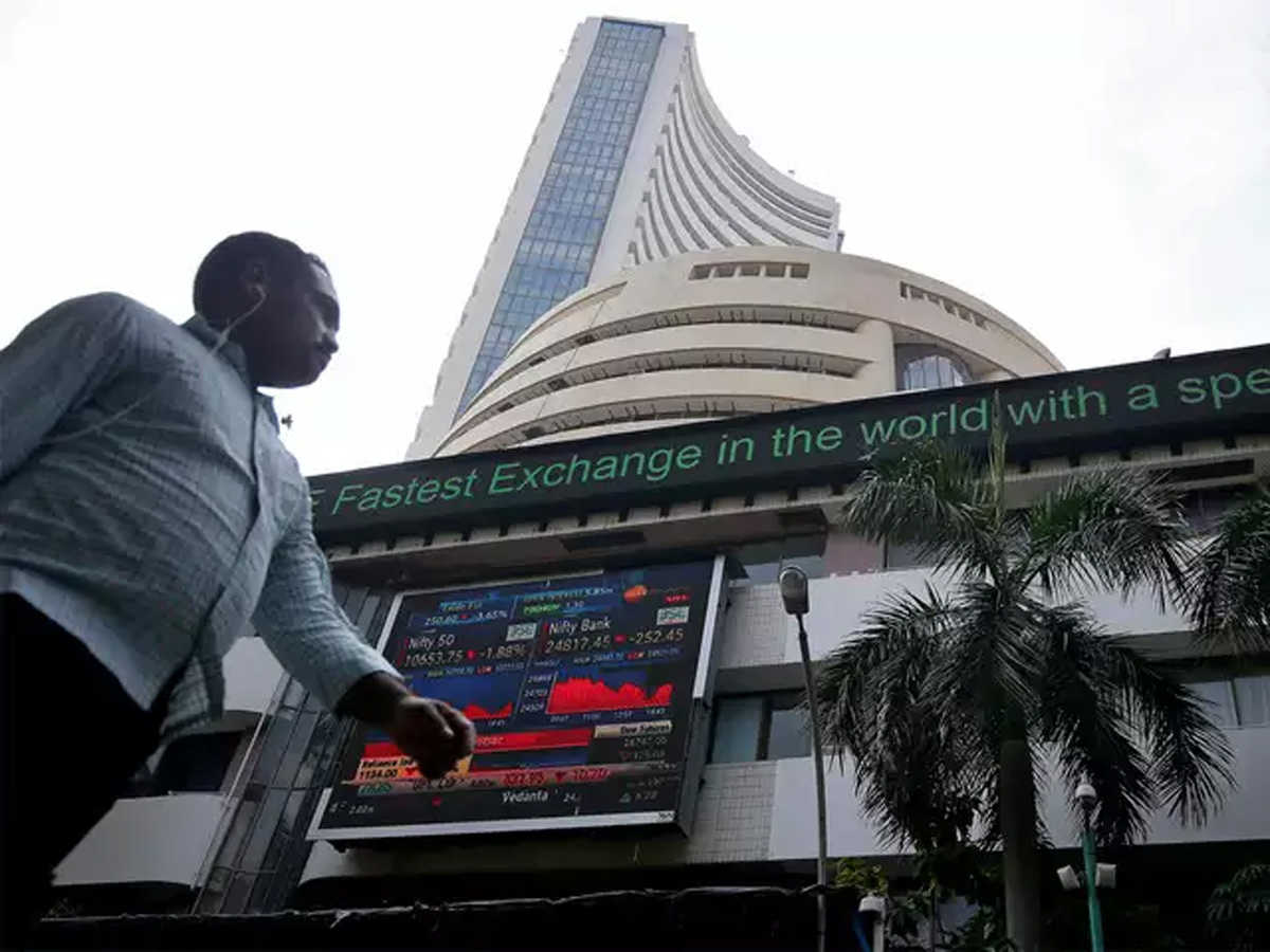 RIL, banks drag Sensex 667 points lower, Nifty ends below 10,900; Bandhan Bank tumbles 11%