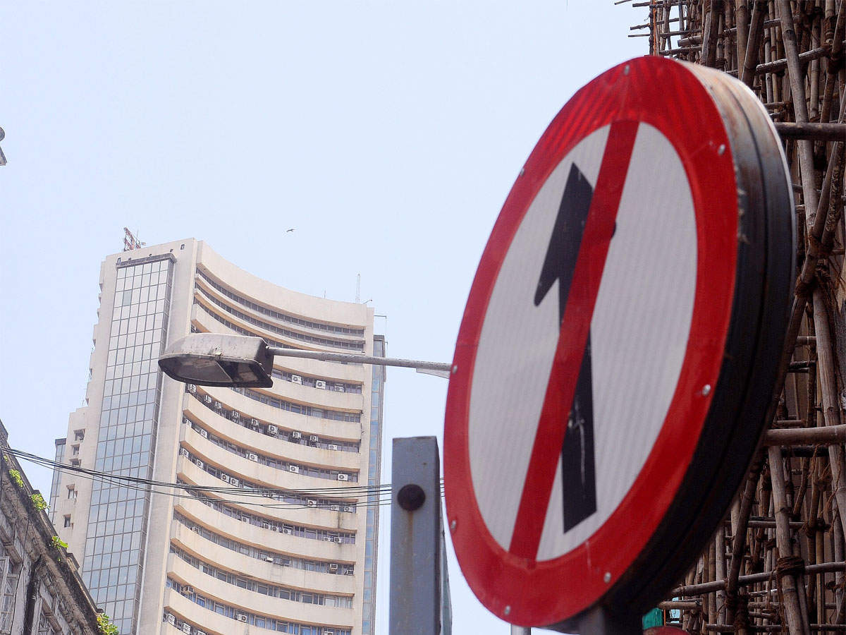 Sensex falls for 3rd day, down 136 points amid weak global cues