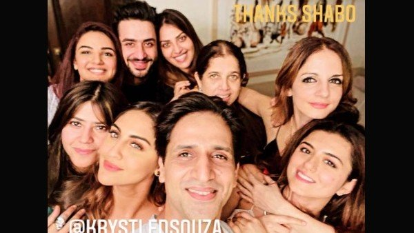 Sussanne Khan Parties With Rumoured BF Arslan Goni, His Brother Aly Goni, Jasmin Bhasin & Others (PICS)